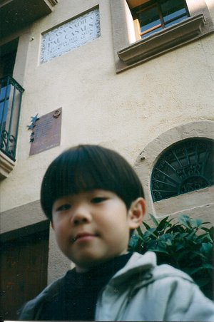 2001, in front of Pablo Casals's house in El Vendrell, Spain.