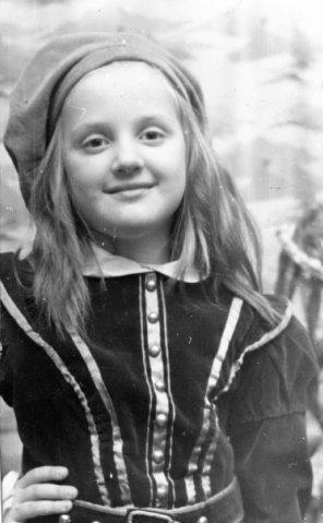 Антонина Весенина - Артистка детского хора Воронежского театра оперы и балета (6 лет)