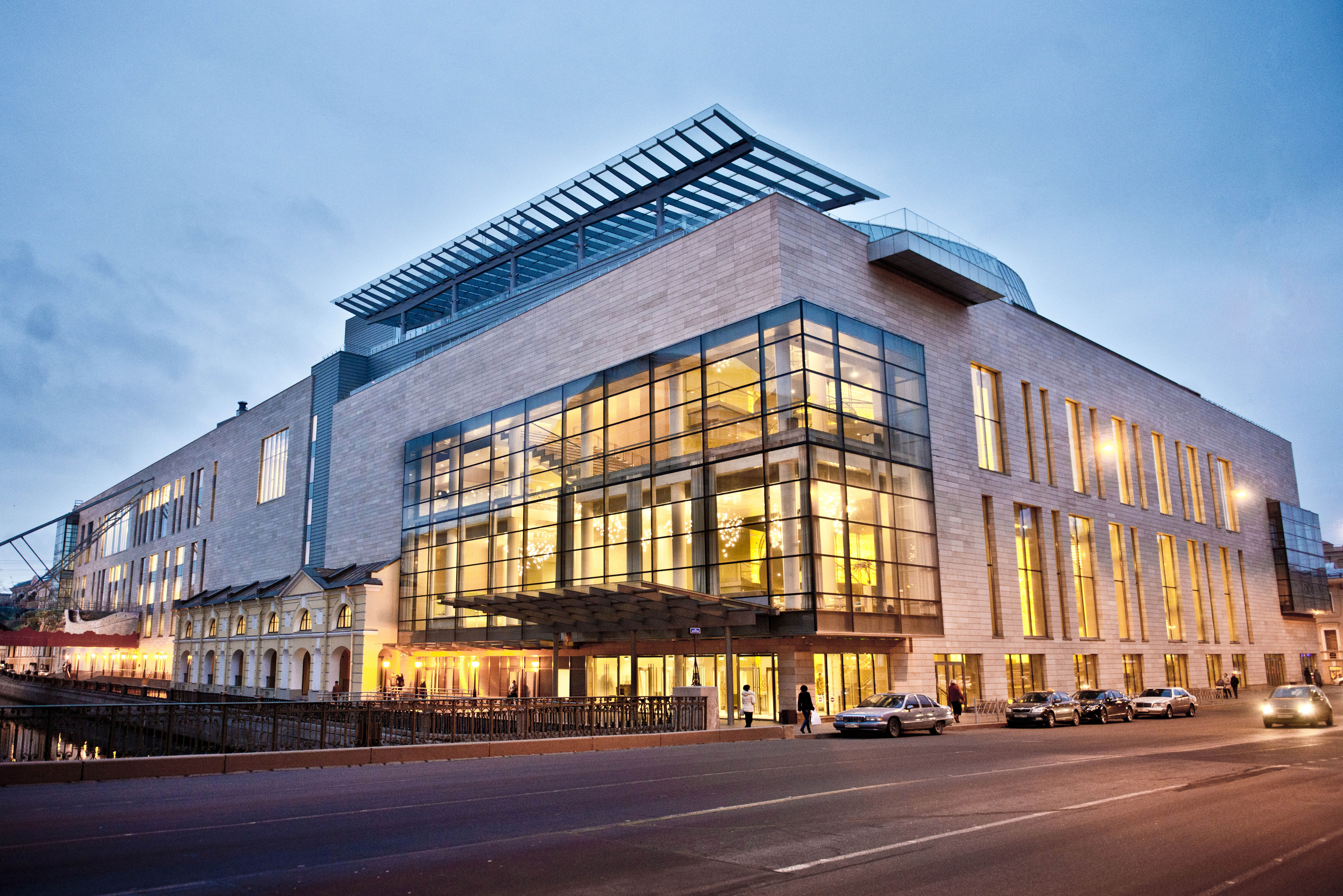 mariinsky theatre ii Mariinsky ii features seven stories and three underground levels, including a main auditorium, a 200-seat rooftop amphitheatre, a third-floor lobby amphitheatre, multiple rehearsal rooms, and production facilities for 2,500 staff.